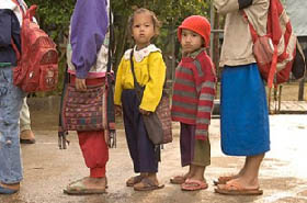 「少女と地域の開発・教育プログラムセンター(DEPDC)」は、教師や地域の指導者と協力して、子どもたちが人身売買の犠牲者にならないよう活動している(写真 Kay Chernush for the U.S. State Department)