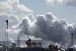 再生可能エネルギーを利用して温室効果ガスの排出量を抑制することが大切である (写真 FreeFoto.com)