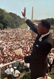 ワシントンDCのリンカーン記念館で演説するキング牧師