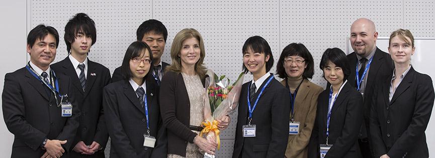 ケネディ大使と横浜サイエンスフロンティア高校の生徒と教員