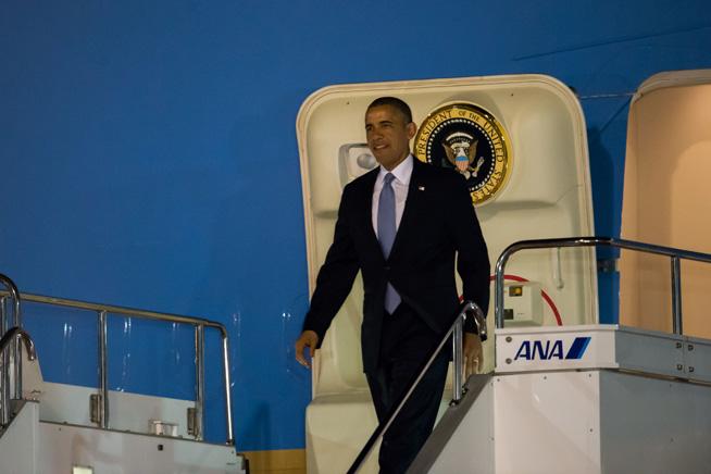 Barack Obama arrives at Tokyo