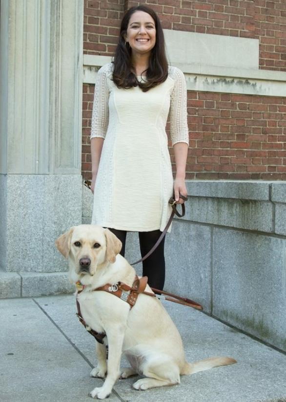 クリスティン・フレッシュナーと盲導犬ゾーイ(写真提供 クリスティン・フレッシュナー)