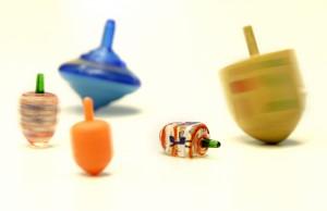 おもちゃのこま (AP Photo/Seth Wenig,File)