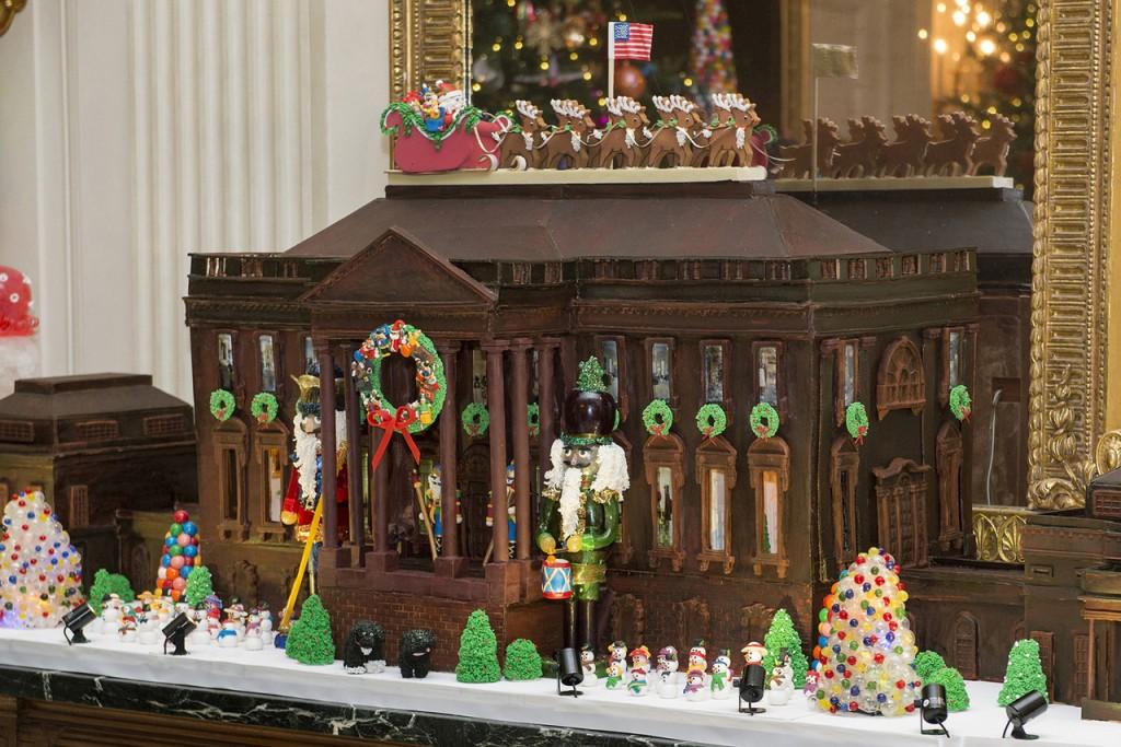 113キロのジンジャーブレッドと68キロのチョコレートでできたホワイトハウス (© AP Images)
