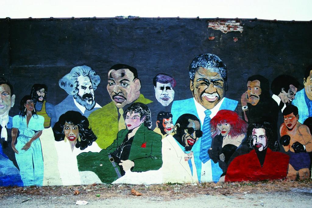 ベルガラが「歴史的に重要なアフリカ系アメリカ人の殿堂」と呼ぶ壁画。キング牧師に代わり、シカゴ初のアフリカ系アメリカ人市長のハロルド・ワシントンが壁画の中心に位置している。他にもマイケル・ジャクソン、レイ・チャールズ、プリンスがいる(© Camilo Vergara)