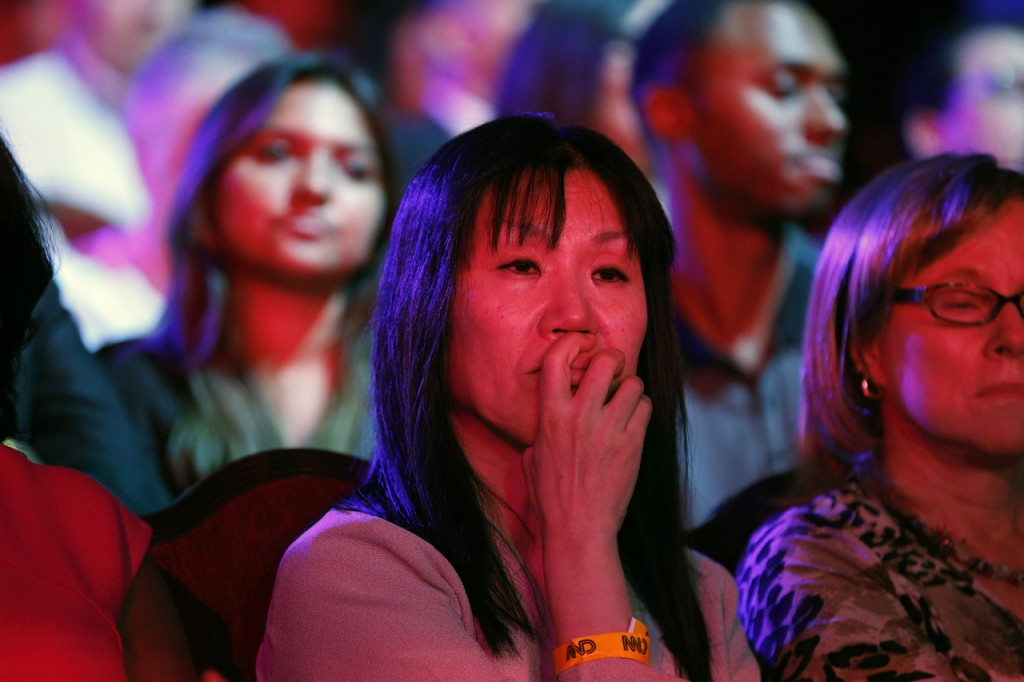 2015年10月13日ラスベガスで行われた民主党討論会を見る聴衆 (© AP Images)