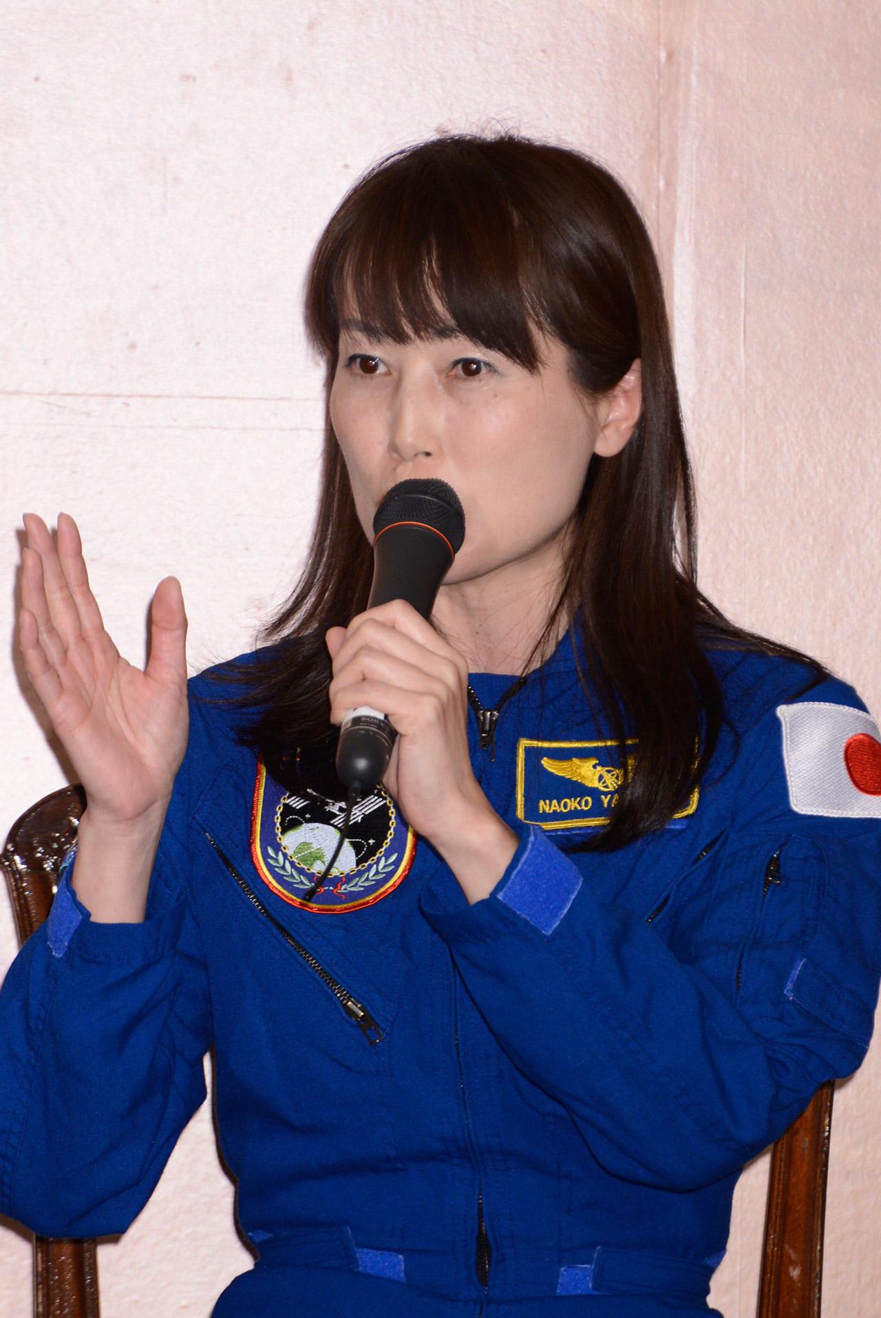 宇宙でのチームワークのありかたについて語る山崎宇宙飛行士