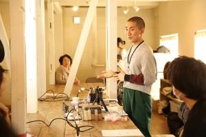 Kodoさんが無料で開催している「LGBTフレンドリーなメイクアップ教室」での様子