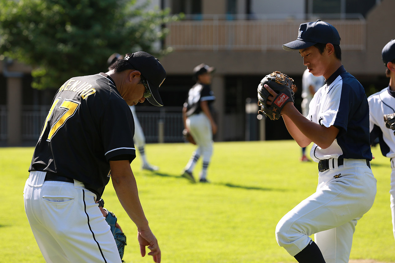 A player from the Tohoku was given advice by Mr. Kawasaki.