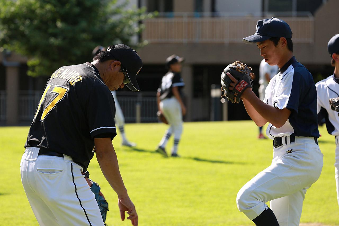川崎氏からアドバイスを受ける東北の選手