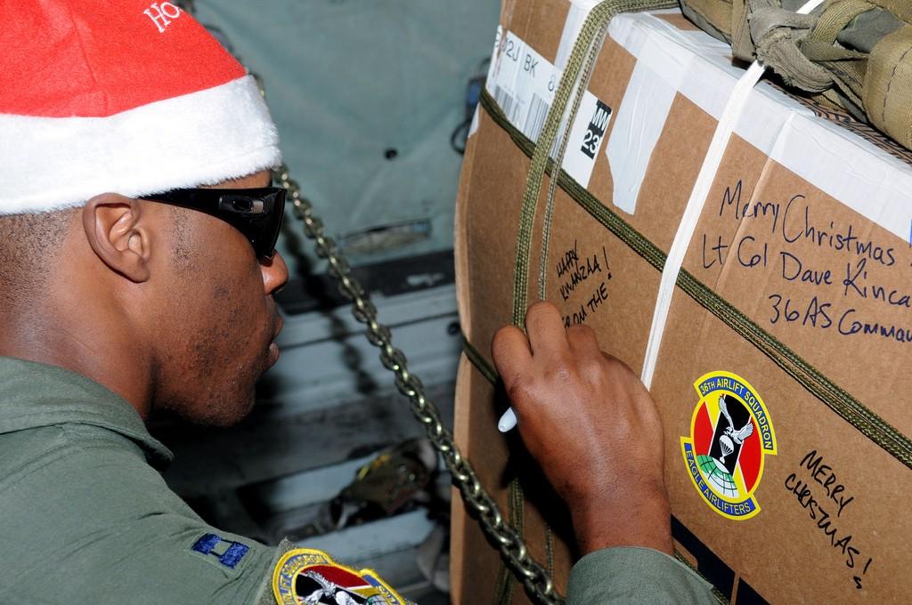 箱にホリデーメッセージを書くと、温かい気持ちになる (DOD)