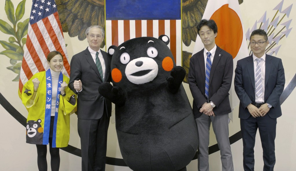 Meeting with Kumamon and Kumamoto prefectural government staff.