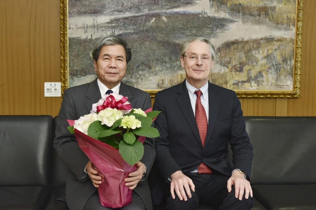 With Kumamoto Governor Ikuo Kabashima