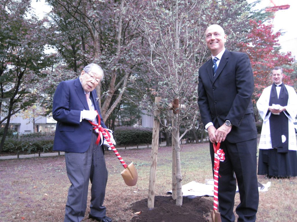 Former St. Luke's International Hospital Director Dr. Shigeaki Hinohara participates in a tree-planting ceremony at which the U.S. Embassy presented the hospital with two dogwood trees as part of the Friendship Blossoms Initiative to commemorate the 100th anniversary of Japan's gift of 3,000 cherry trees to Washington, D.C.