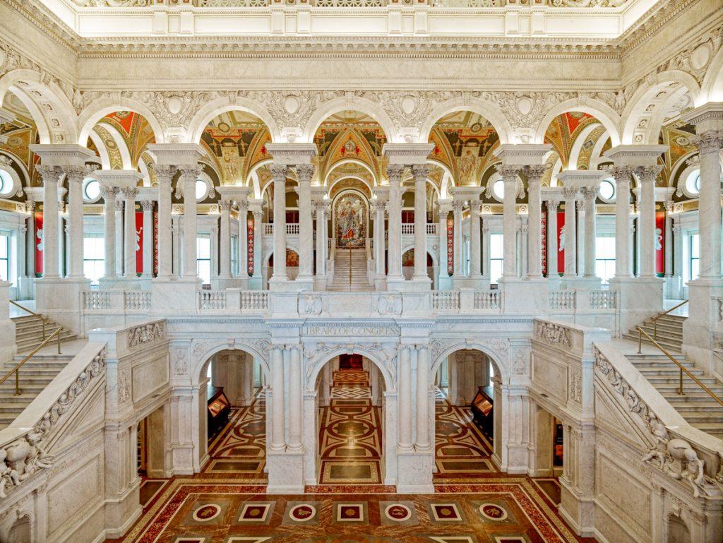 アメリカ連邦議会図書館のトーマス・ジェファソン・ビルの大ホール (© AP Images)