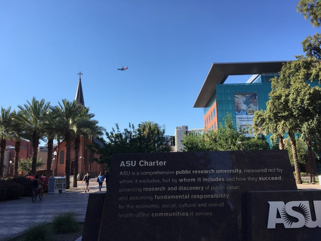 Tempe is in the middle of desert and the temperature was 44 degrees Celsius, but I enjoyed visiting the gorgeous campus and exotic-looking city.