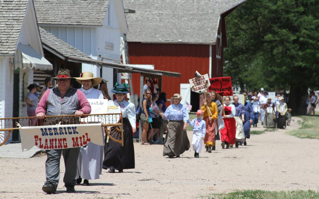 The 80-hectare property features a Pawnee earth lodge, a log cabin settlement, and the 19th-century-era prairie village Railroad Town. (© Stuhr Museum of the Prairie Pioneer)
