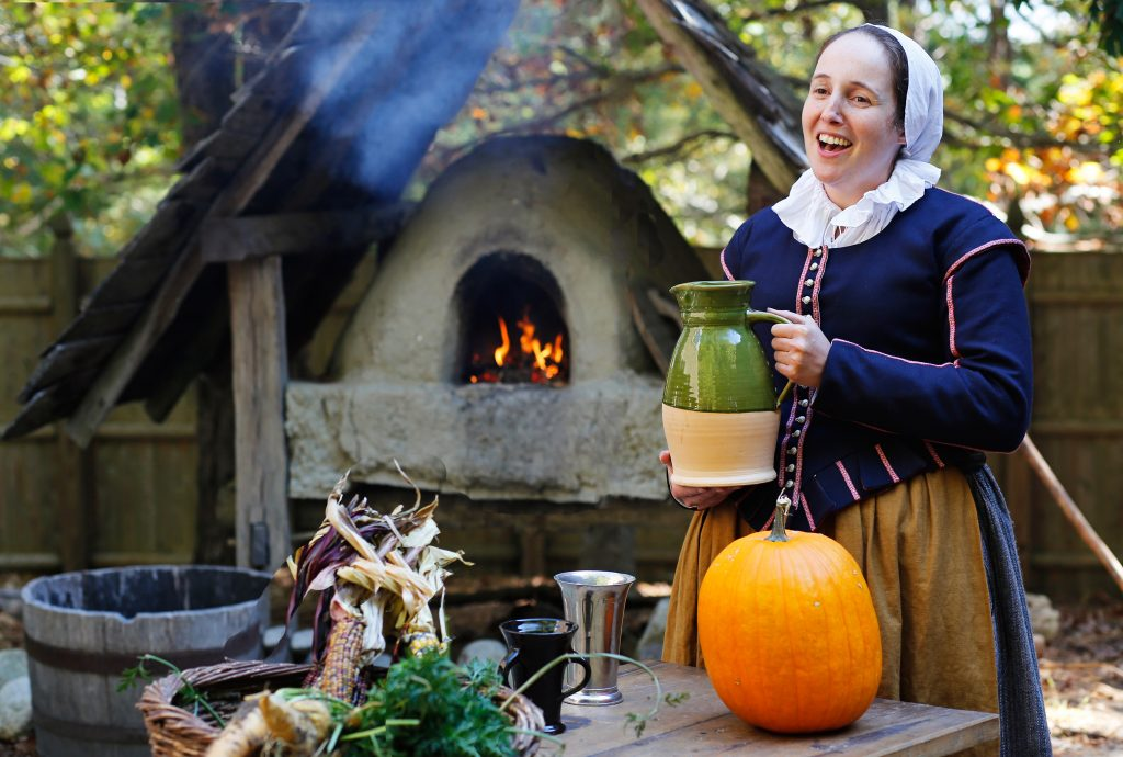 Trained historians dressed in period clothing strengthen the immersive experience. (© Plimoth Plantation)