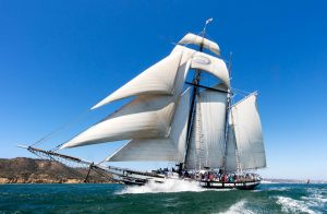 (English) The Maritime Museum takes visitors out to sea in the Californian, the state of California's official tall ship. (© George Adkins/Maritime Museum of San Diego)