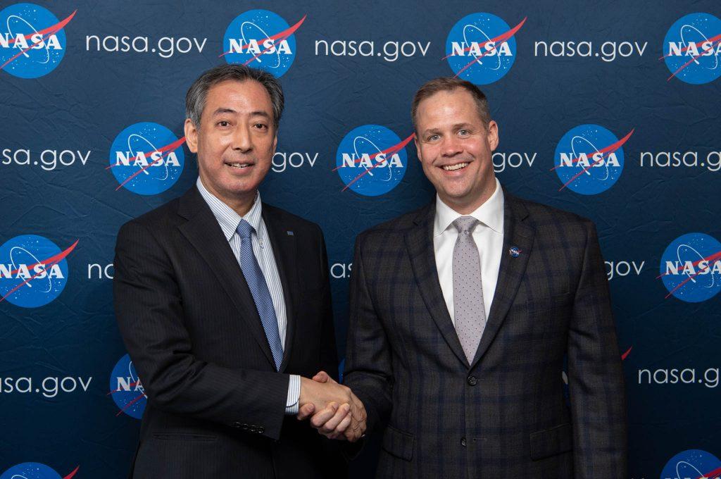 4月8日、コロラド州・コロラドスプリングスで会談した山川宏JAXA理事長とジム・ブライデンスタインNASA長官 (Aubrey Gemignani/NASA)