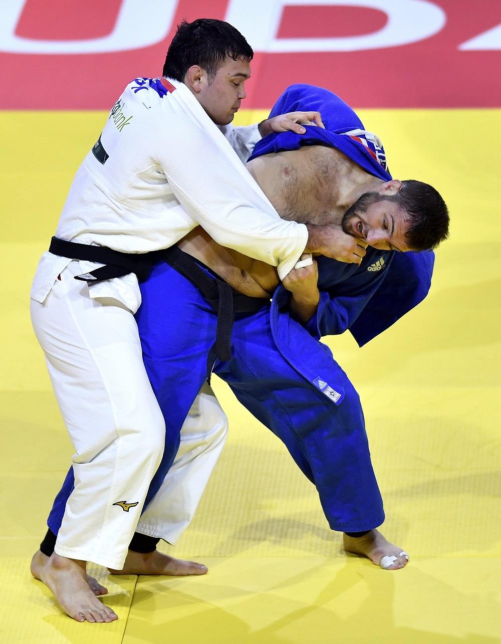 ハンガリーのブダペストで行われた2017年世界柔道選手権大会では、決勝でヴァルラーム・リパルテリアニ(ジョージア)を破り、金メダルを獲得した (© AP Images)