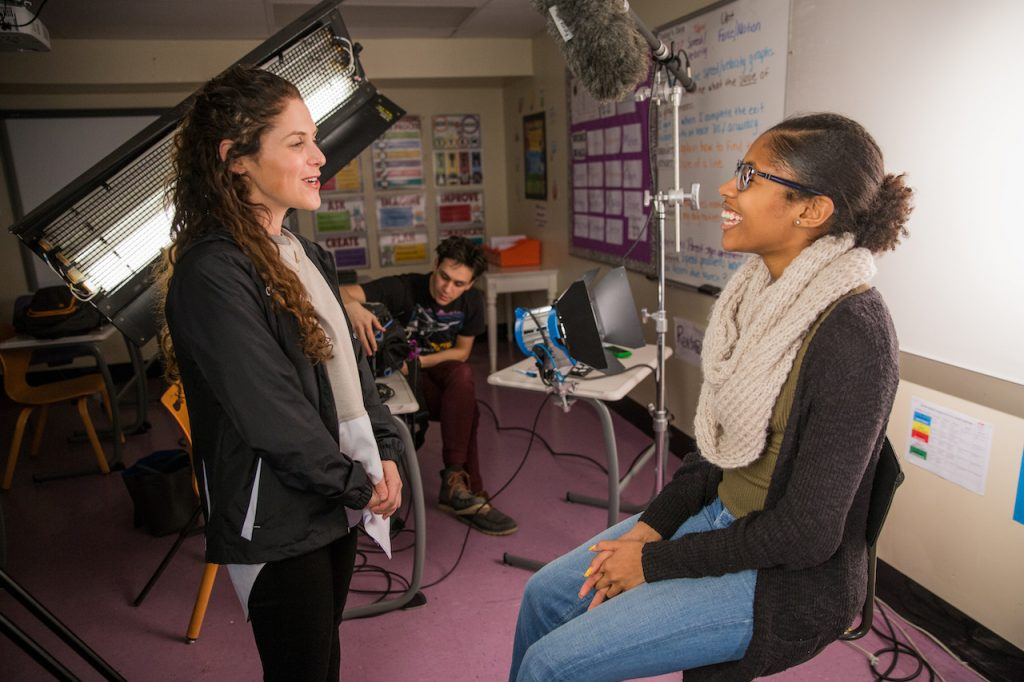 監督のアマンダ・リピッツと撮影監督のケイシー・リーガンが映画「ステップ」のためにインタビューを行う