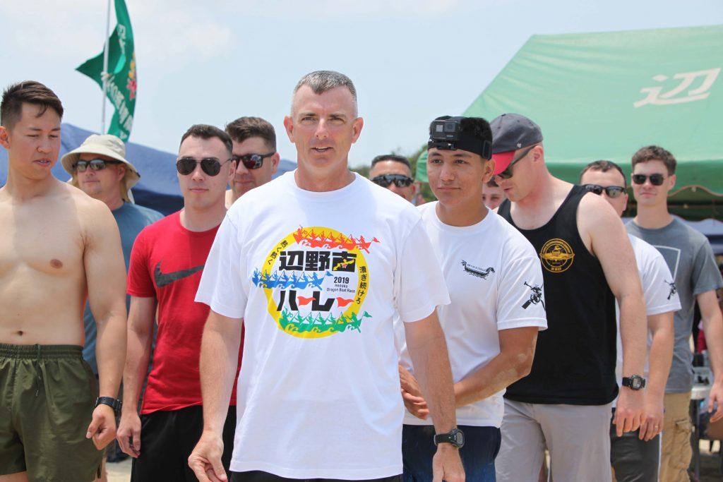 ジェイソン・ペリー大佐率いるキャンプ・シュワブ・チームが、辺野古で行われたハーレー大会に参加した。2019年5月12日
