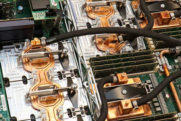 スーパーコンピューター「サミット」の内部 (Oak Ridge National Laboratory/Jason Richards)