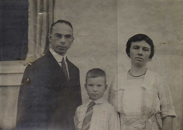 Consul Harry Hawley and his wife Agnes