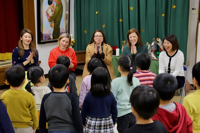 Officers and staff of the U.S. Consulate General Osaka-Kobe visit the Holy Family Home.