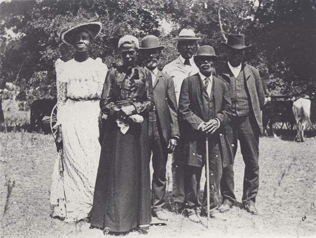 ジューンティーンスを祝う人々。1900年6月19日 (Austin History Center, Austin Public Library)