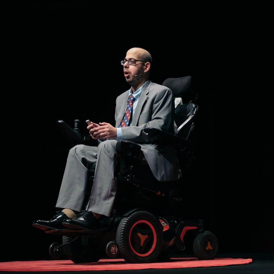 TEDxFulbright Tokyoにて「希望としてのパラリンピック ― アクセシビリティの過去、現在、未来」というテーマで講演するマーク・ブックマンさん。2019年3月17日撮影