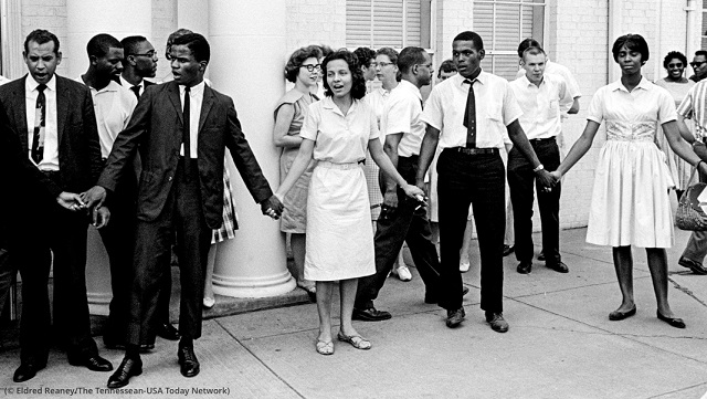Diane Nash, center, leads demonstrators protesting police brutality in Nashville, Tennessee, in 1961. (© Eldred Reaney/The Tennessean-USA Today Network)