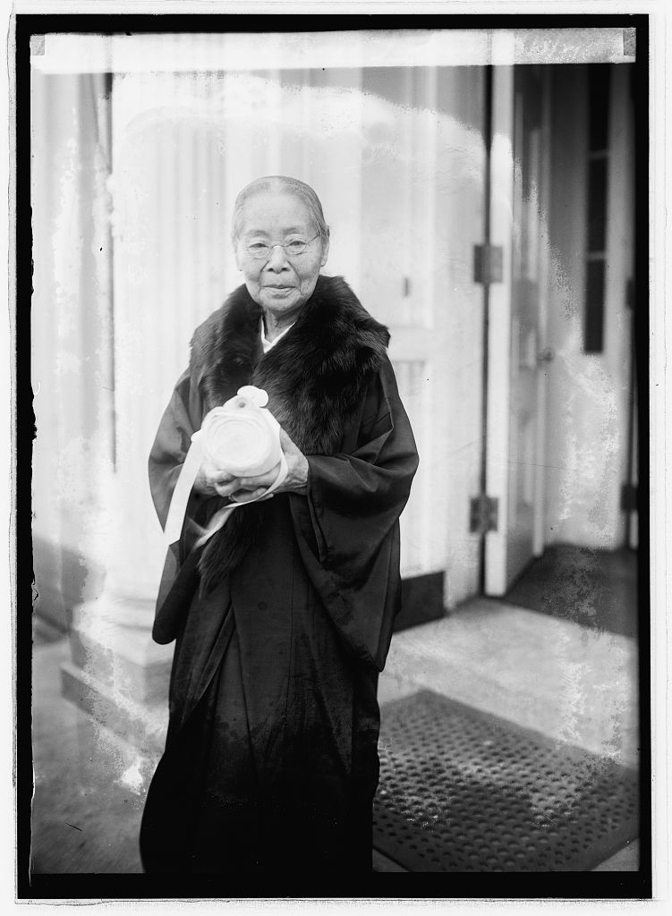 Kajiko holding the list of signatures she brought from Japan to the United States. November 7, 1921 (Library of Congress)