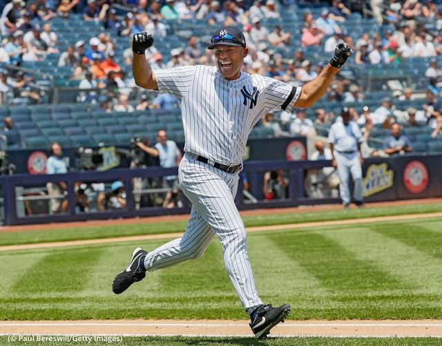 ニューヨーク市ブロンクス区のヤンキースタジアム。ホームランを打ったマリアノ・リベラ選手 (© Paul Bereswill/Getty Images)