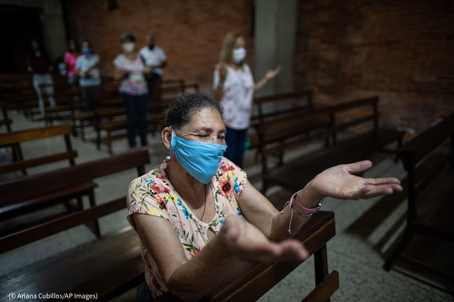 People attend Mass on August 16 at a church in Caracas, Venezuela, where COVID-19 has greatly increased the need for humanitarian assistance. (© Ariana Cubillos/AP Images)