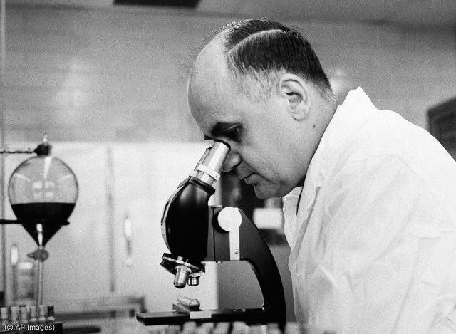 Dr. Maurice Hilleman, seen in March 1963, developed vaccines against diseases including measles and mumps, and is credited with saving millions of lives. (© AP Images)