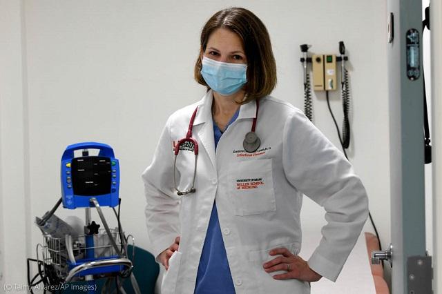 マイアミ大学でモデルナ社のワクチン治験を率いるスザンヌ・ドブレッキルイス博士。「このワクチンが全ての人に有効であること、もしそうでなければ、その原因を突き止めることが大切」(© Taimy Alvarez/AP Images)