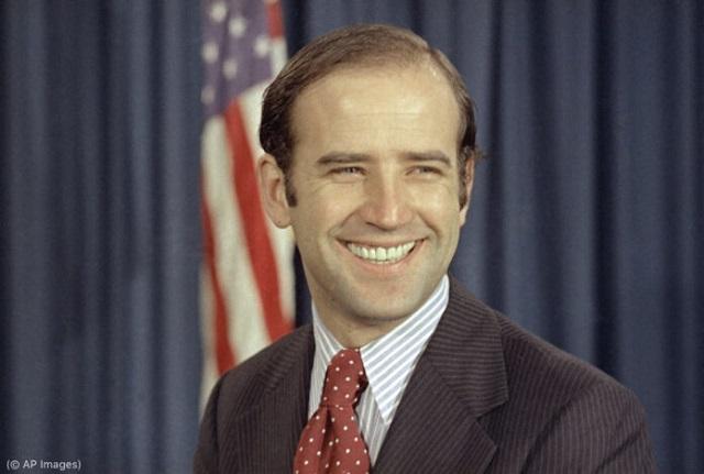 1972年、民主党から上院に初当選したバイデン (© AP Images)