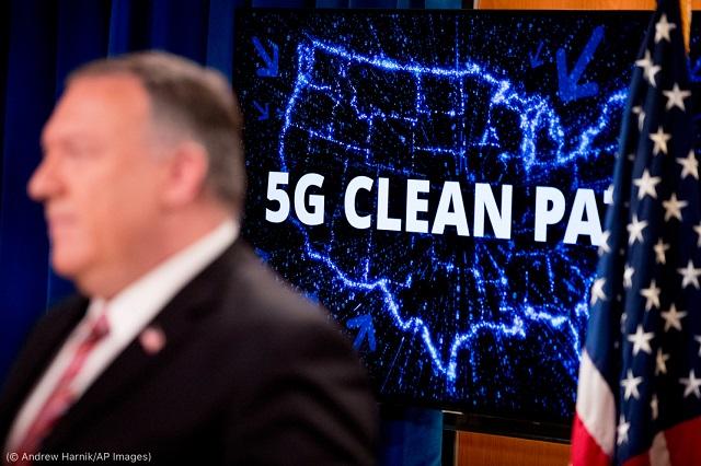 4月29日、データを安全かつプライベートに保つ「クリーン・パス・イニシアチブ」を紹介するマイケル・R・ポンペオ国務長官 (© Andrew Harnik/AP Images)