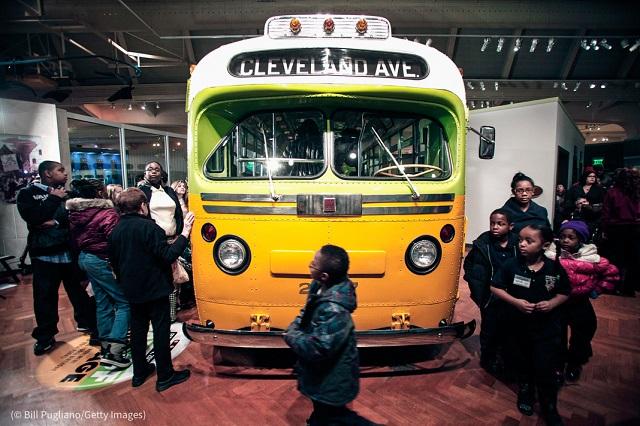 ミシガン州ディアボーンのヘンリー・フォード博物館には、1955年にパークスが席を譲るのを拒否したバスが展示されている (© Bill Pugliano/Getty Images)