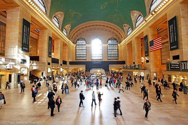 危うく取り壊されるところであったニューヨークの歴史的なメインターミナル、グランド・セントラル駅 (© Paul Brown/Alamy)