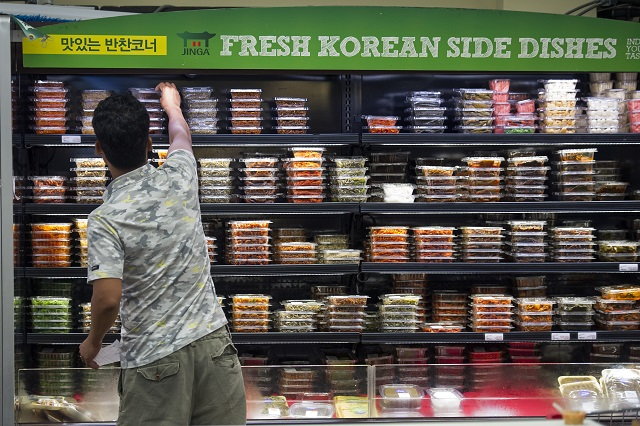 Many U.S. grocery stores, like this one in Virginia, now have sections devoted to Asian food. (©AP Images)