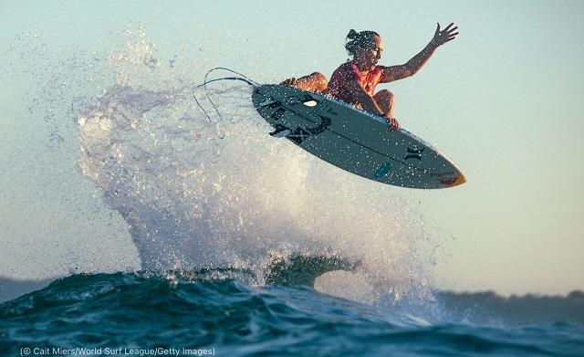オーストラリアのニューキャッスルで開催されたリップカール・ニューキャッスル・カップに出場したカリッサ・ムーア。女子ワールド・サーフ・リーグで4度の優勝を誇る (© Cait Miers/World Surf League/Getty Images)