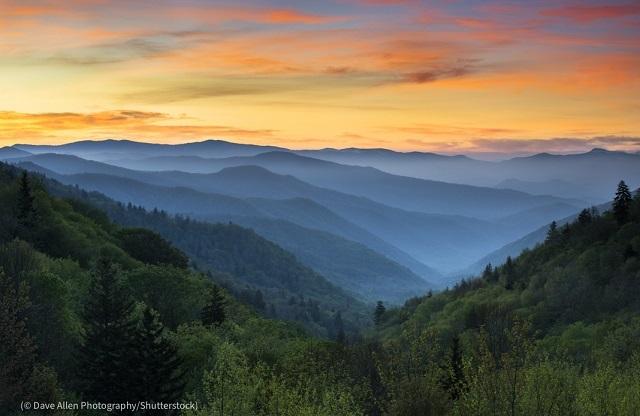 グレート・スモーキー・マウンテンズ国立公園の日の出 (© Dave Allen Photography/Shutterstock)