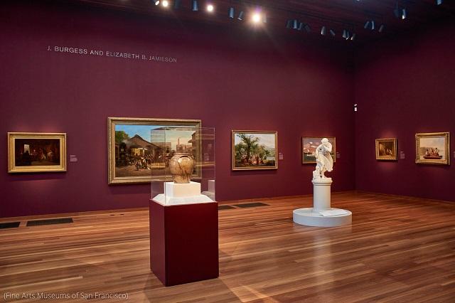 サンフランシスコ美術館の展示室の中央に置かれたドレイクの作品 (Fine Arts Museums of San Francisco)